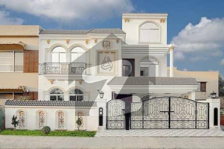 بحریہ ٹاؤن سیکٹر B بحریہ ٹاؤن لاہور میں 5 کمروں کا 11 مرلہ مکان 3.5 کروڑ میں برائے فروخت۔