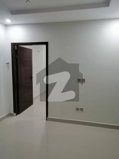 1 BED APERTEMENT AVAILABLE FOR RENT IN GULBERG ISLAMABAD