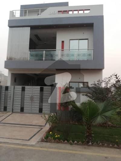 گرینڈ ایوینیوز ہاؤسنگ سکیم لاہور میں 4 کمروں کا 5 مرلہ مکان 35 ہزار میں کرایہ پر دستیاب ہے۔