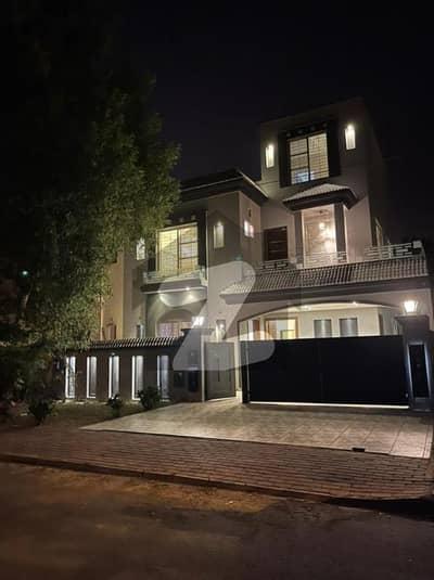بحریہ ٹاؤن جاسمین بلاک بحریہ ٹاؤن سیکٹر سی بحریہ ٹاؤن لاہور میں 5 کمروں کا 10 مرلہ مکان 2.68 کروڑ میں برائے فروخت۔