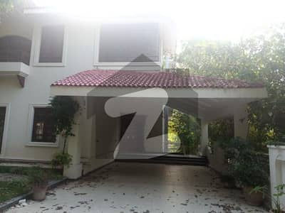 F7 4 - 7 Bed Compound Villa Available For Rent