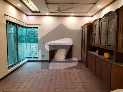 ڈی ایچ اے فیز 2 - بلاک کیو فیز 2 ڈیفنس (ڈی ایچ اے) لاہور میں 6 کمروں کا 2 کنال مکان 4.6 لاکھ میں کرایہ پر دستیاب ہے۔