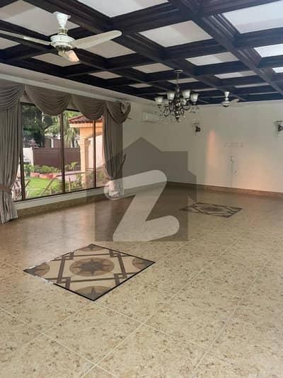 ایف ۔ 7 اسلام آباد میں 12 کمروں کا 2.4 کنال مکان 16 لاکھ میں کرایہ پر دستیاب ہے۔