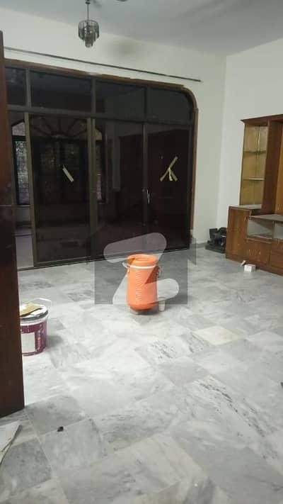 ڈی ایچ اے فیز 2 - بلاک ایس فیز 2 ڈیفنس (ڈی ایچ اے) لاہور میں 2 کمروں کا 10 مرلہ زیریں پورشن 55 ہزار میں کرایہ پر دستیاب ہے۔