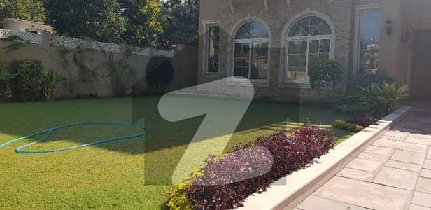 ایف ۔ 7 اسلام آباد میں 8 کمروں کا 2 کنال مکان 15 لاکھ میں کرایہ پر دستیاب ہے۔