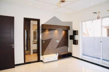عسکری 10 - سیکٹر ایف عسکری 10 عسکری لاہور میں 4 کمروں کا 17 مرلہ مکان 5.25 کروڑ میں برائے فروخت۔