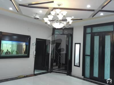 House Available For Sale In Model Town If You Make Haste