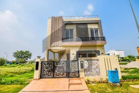 ڈی ایچ اے 9 ٹاؤن ڈیفنس (ڈی ایچ اے) لاہور میں 3 کمروں کا 5 مرلہ مکان 1.64 کروڑ میں برائے فروخت۔