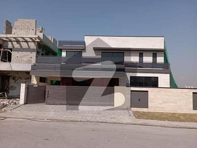 ڈی ایچ اے ڈیفینس فیز 2 ڈی ایچ اے ڈیفینس اسلام آباد میں 7 کمروں کا 1 کنال مکان 7.5 کروڑ میں برائے فروخت۔
