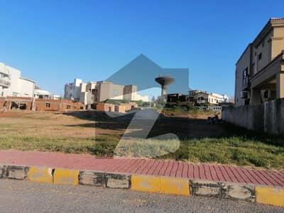بحریہ ٹاؤن فیز 8 ۔ بلاک اے بحریہ ٹاؤن فیز 8 بحریہ ٹاؤن راولپنڈی راولپنڈی میں 1 کنال رہائشی پلاٹ 1.57 کروڑ میں برائے فروخت۔