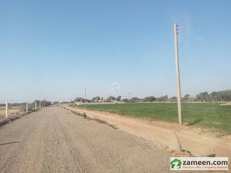 1000 yards on installments PLOTS LAND Farm houses possession on 50 percent payment