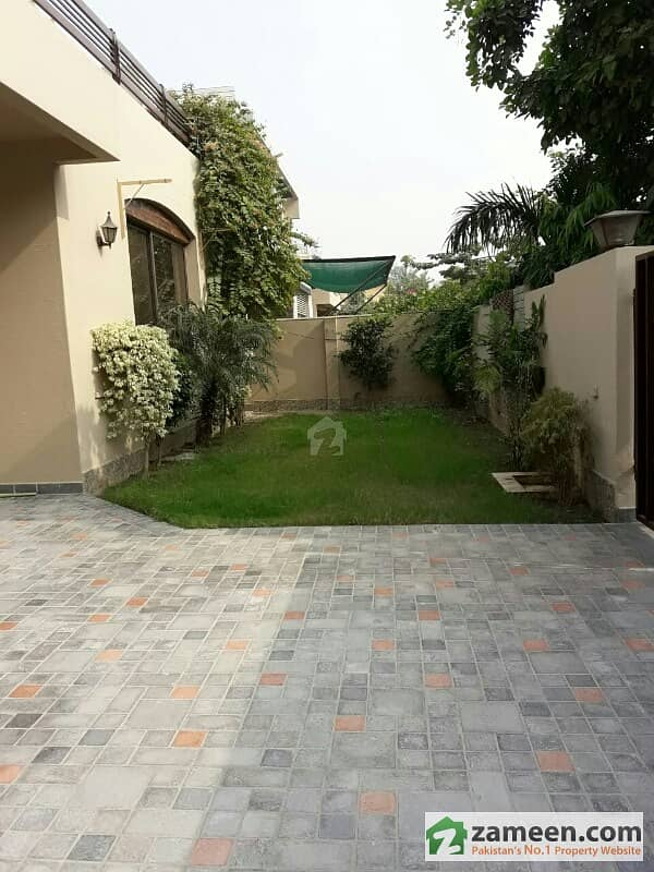 Fabulous 1 Kanal Bungalow Near Sports Complex Phase 4 For Rent