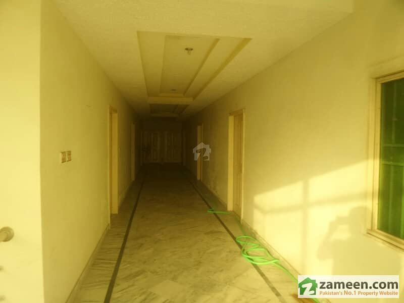 1 Room Flat Available For Rent