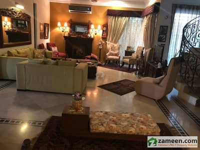 1 Kanal Facing Park Solid House For Sale