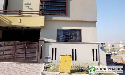 10 Marla Triple Storey 7 Bedrooms House For Rent In Awais Block Bahria Town