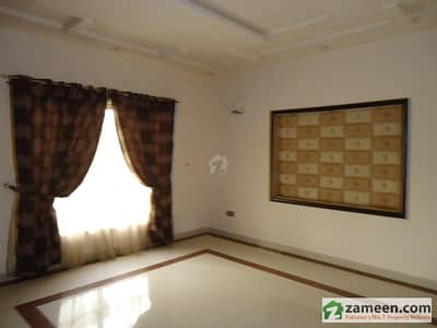 Hostel Room Available For Girls With All Facilities Wall To Wall UCP University