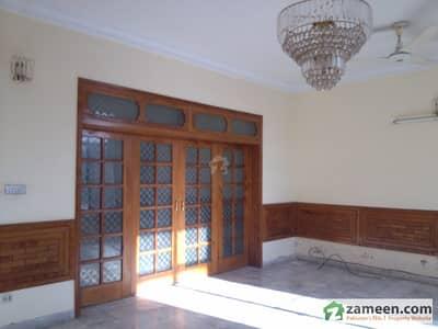 ایف ۔ 10 اسلام آباد میں 5 کمروں کا 1.02 کنال مکان 5.6 کروڑ میں برائے فروخت۔