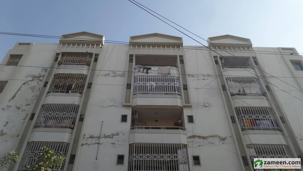Flat is Available For Sale in gulistan e johar block 15