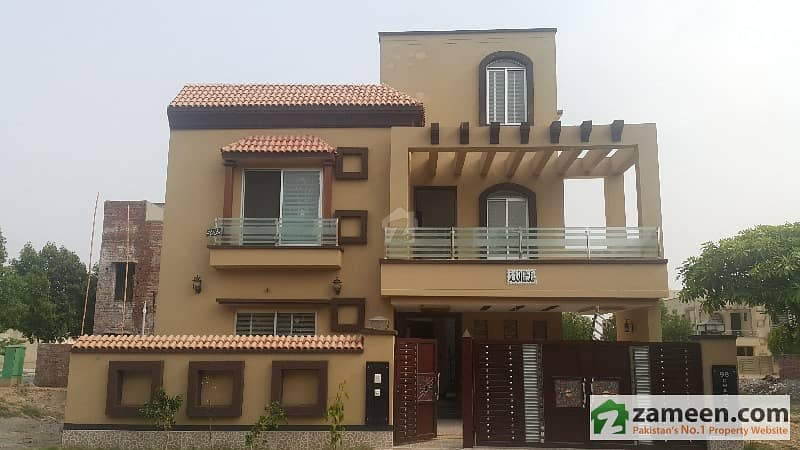 10 Marla house for sale in janniper block in prime location and reasonable price