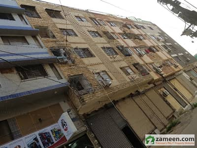 2nd Floor 200 Sq Yard Full Floor Flat 3 Bed Drawing Dinning With Powder Room Wit Lift Fully Maintains