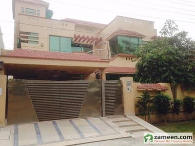 Room For Rent - Eiman Girls Hostel Near UCP And Shaukat Khanum Cancer Hospital