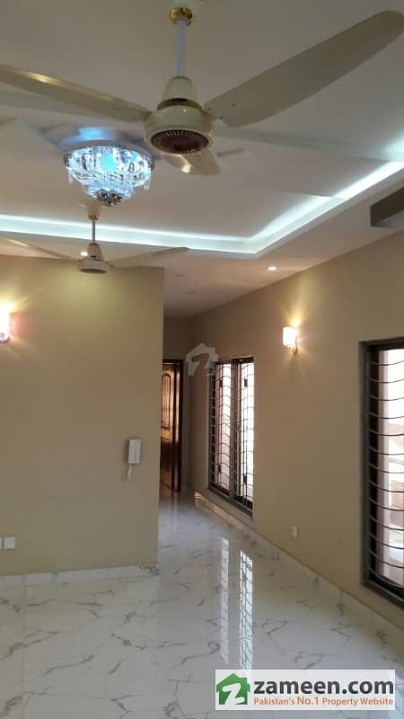 10 Marla Flat In Rehman Gardens 1st Floor Available For Rent
