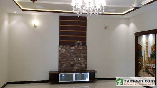 1 KANAL ACCOMODATION 3 BED LUXURY 14 MARLA CORNER HOUSE FOR RENT IN BAHRIA TOWN LAHORE