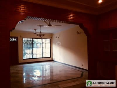 3 Bed Beautiful Ground Portion With Green Lawn Closed End Street