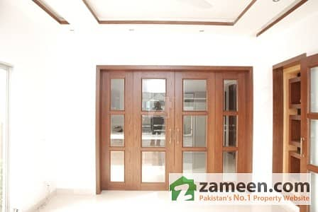 Main Cantt Shami Road - 1. 5 Kanal Upper Portion For Rent