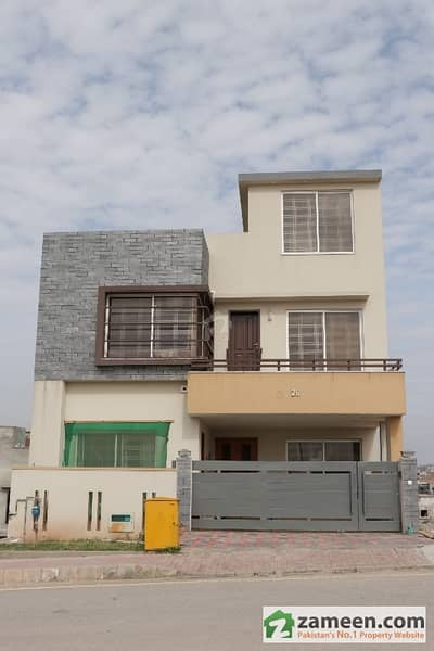 Awais Block Safari Valley  8 Marla Double Storey House For Rent