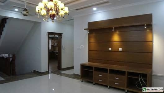 ایف ۔ 11 اسلام آباد میں 9 کمروں کا 1 کنال مکان 12 کروڑ میں برائے فروخت۔