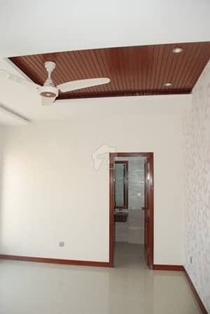 Mm Alam Road - Near To KFC - 2 Kanal Lower Portion For Rent