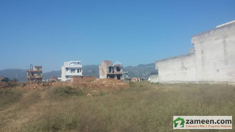 Bani Gala Main Location Commercial Plot Near in to Allied