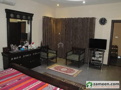 10 Marla House with Baisment 7 Bed rooms seprite Entry Resonable price