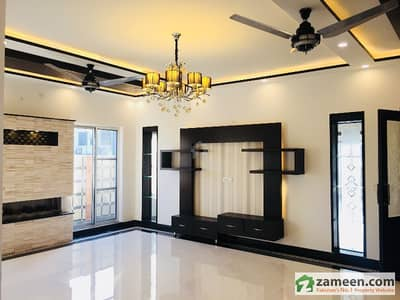 Glorious 1 Kanal VIP Designer Design Luxurious House For Sale