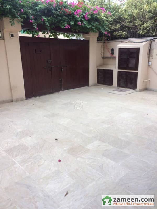 Defence 300 Yards Bungalow Available For Rent In Phase 4