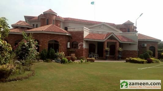 Farm House in Executive Lodge For Sale