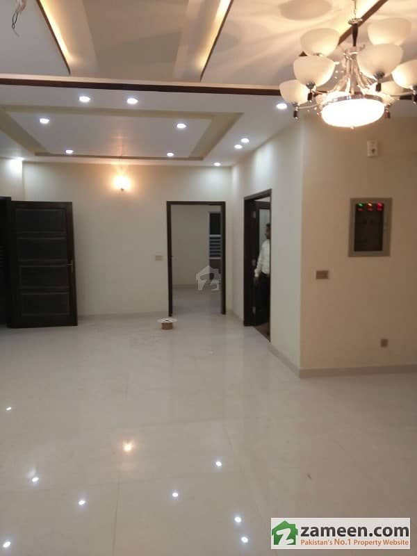 1 Kanal Brand New Upper Portion In Pia Housing Society On Main