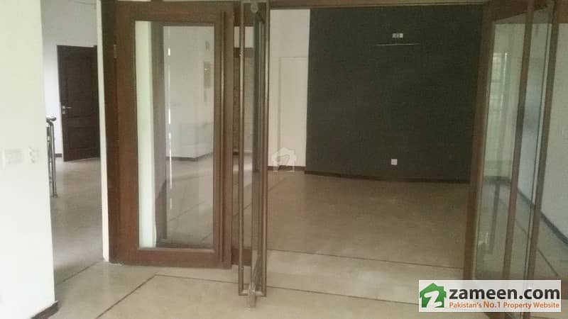 10 MARLA DOUBLE STORY HOUSE AVAILABLE FOR RENT IN DHA LAHORE