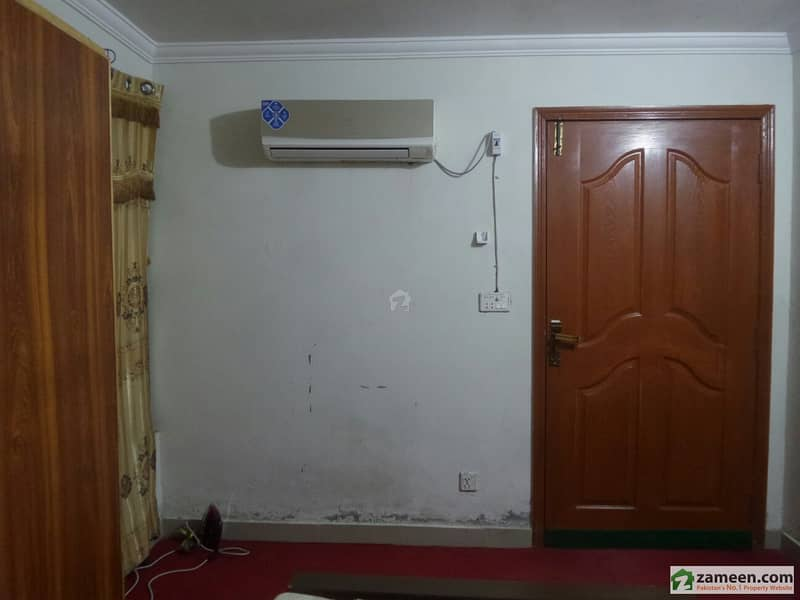 150 Sq feet Room For Rent