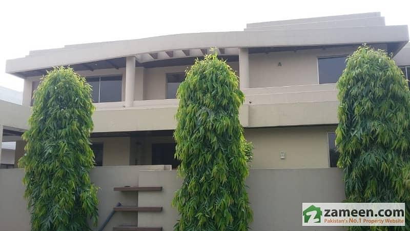 سرور کالونی کینٹ لاہور میں 7 کمروں کا 1.6 کنال مکان 3.5 لاکھ میں کرایہ پر دستیاب ہے۔