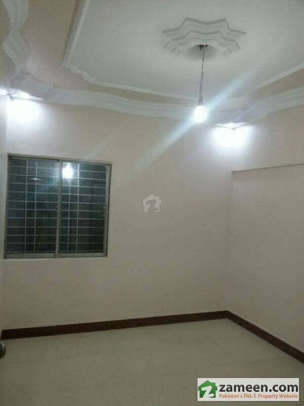 Upper Portion For Sale with roof On Kashmir Road