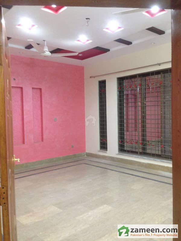 Hot Offer 1 Kanal Almost New Lower Portion In Valencia Town Block E