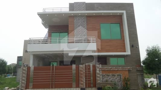 7 Marla Brand New Luxurious Villa At Corner Available For Sale