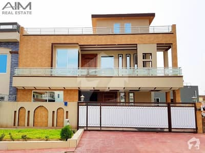 12 Marla 6 Bed House For Sale In Media Town