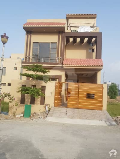 5 Bedrooms Brand New 5 Marla House Available For Sale