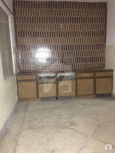 1 Bed Lower Portion Available In Muslim Town