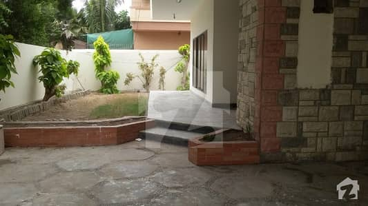 600 Square Yard Bungalow Available For Rent In Commercial Purpose