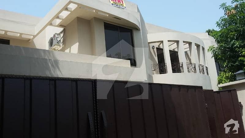 سرور کالونی کینٹ لاہور میں 5 کمروں کا 1.6 کنال مکان 3.5 لاکھ میں کرایہ پر دستیاب ہے۔