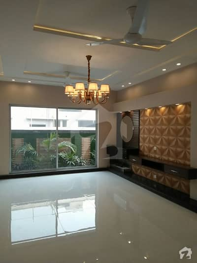 10 Marla Luxury Upper Portion For Rent In Tariq Garden